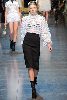 Dolce & Gabbana Fall 2012 Ready-to-Wear Fashion Show - Lily Donaldson