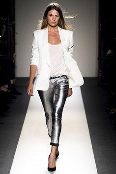 blazer branco   Look:03: blazer + calça skinny metalizada