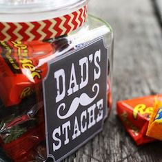DIY Fathers Day Gift Ideas - Dads Stache Candy Jar with Free Printable label via Thoughts From Alice Cheap Fathers Day Gifts, Fathers Day Gift Basket, Diy Father's Day Gifts, Diy Gifts For Kids, Father's Day Diy, Fathers Day Crafts, Daddy Gifts, Diy Christmas Gifts, Gifts For Family