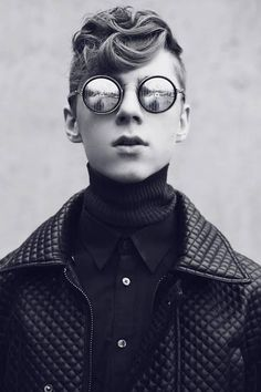 Glasses, menswear, fashion, black and white. Cyberpunk Mode, Cyberpunk Fashion, Cyberpunk Clothes, Men's Grooming, Fashion 101, Mens Fashion, Fashion Black, Men's Accessories, Old School Style