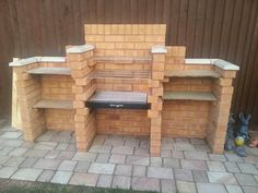 These brick BBQ designs show that built in barbecues may come in standard sizes but you don't have to stick to the BBQ plans that you receive with the BBQ kit - you can let your imagination go wild and get some fantastic results. Brick Built Bbq, Brick Bbq, Built In Grill, Outdoor Bbq Kitchen, Outdoor Barbeque, Diy Outdoor Bar, Barbeque Design, Small Garden Inspiration, Garden Bar