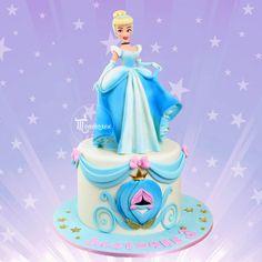 Cinderella Birthday, Cinderella Cakes, Carriage Cake, 8th Birthday Cake, Girly Cakes, Beautiful Birthday Cakes, Cupcake Cookies, Cupcakes, Cakes And More