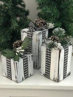 Wood Christmas Presents Christmas Wood Crafts, Country Christmas Decorations, Xmas Decorations, Christmas Projects, Holiday Crafts, Wood Christmas Tree, Christmas Porch, Etsy Christmas, Outdoor Christmas