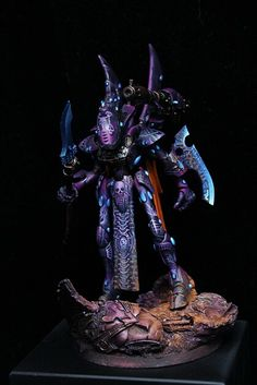 Eldar Wraithseer --wrong colors for Kabal of the Wraithkind, but could work with it. I wonder if anyone has modded these things into Vect's Castigators...