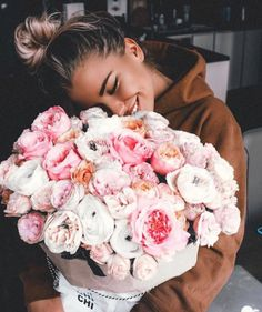 Pin by andrea guite on roses and petals цветы, букет цветов My Flower, Beautiful Flowers, Plants Are Friends, Planting Flowers, Floral Arrangements, Goals, Landscape Illustration, Illustration Art, Photography