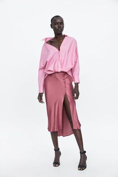 ZARA - Female - Buttoned satin effect skirt - Nude - Xs Casual Summer Dresses, Casual Dresses For Women, Rosa Rock, Skirt Outfits, Cute Outfits, Fast Fashion, Fashion Outfits, Satin Skirt, Shabby Chic