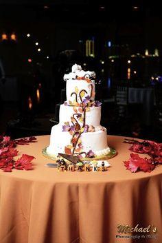 Thanksgiving wedding cake | Real Green Wedding With A Thanksgiving Theme | Green Bride Guide Thanksgiving Wedding, Thanksgiving Crafts, Thanksgiving Decorations, Green Wedding, Fall Wedding, Wedding Cakes, Wedding Venues, Heart Day, August Wedding