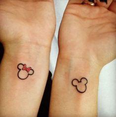 tattoos fuer paare, mickey und minnie mouse, kleine tattoos fuer zwei