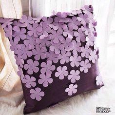 Декоративные подушки с аппликациями из фетра.