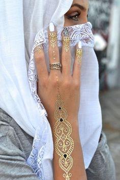 Hand and fingers tattoo for women - Tatuaje temporal en las manos y dedos.