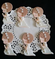 Baptism Favors Baptism Cupcake Topper Communion & Baptism Child with Rosary - White Girls First Communion Favors, First Communion Invitations, Baptism Invitations, Christening Favors, Baptism Favors, Baby Cake Topper, Cupcake Toppers, Baptism Cupcakes, Fondant Figures