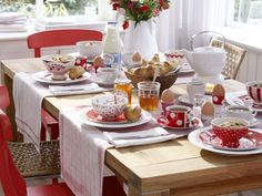 I love the use of tea towels for place mats/table runners