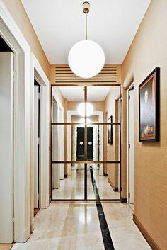 EN MILÁN, ESPACIOS ELEGANTES Y DISEÑO ACTUAL Un apartamento de lujo y decoración clásica