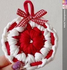 Genteeeeee, 😍😍😍😍 Eu super amei isso. Vi no ig da @roseoliveira_tartes eu super me inspiro nela. Coisas lindas. Lembro que ano passado eu fiz minha árvore de natal de #fiodemalha seguindo um modelo dela. Depois reposto a minha aqui pra vocês.  #inspiration #inspiração #amoarte #crochet #craft #artesanato #feitoamão #façavocêmesmo #fiodemalhaecologico #handmade