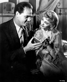 Still of Vivien Leigh and Karl Malden in A Streetcar Named Desire (1951)