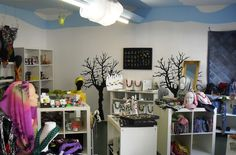 www.ladenkonzept.at Vanity, Mirror, Furniture, Home Decor, Things To Do, Shelf, Creative, Dressing Tables, Powder Room