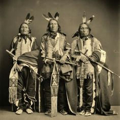 First Nations' History: The Life and Culture of the Yankton Dakota Sioux.but no names, date or location of these three men Native American Clothing, Native American Photos, Native American Tribes, Native American History, Navajo, Eskimo, Into The West, Indian Pictures, Native Indian