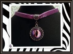 Colgante de imagen de ojo en color lila cabujon de cristal 20mm con cinta de terciopelo lila (se pueden personalizar tanto la imagen como la cinta )