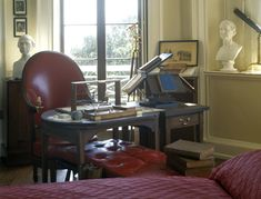 In his Cabinet, Jefferson arranged his plantation-made writing table, rotating leather chair and simple Windsor bench for his comfort while working. He used a polygraph machine to make copies of his letters. The revolving bookstand he designed to enable him to open five volumes at once.