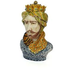 Revisitation of the classic sicilian symbol, the Maure Head, molded and decorated entirely by hand. #madeinitaly #artigianto #majolica #maiolica