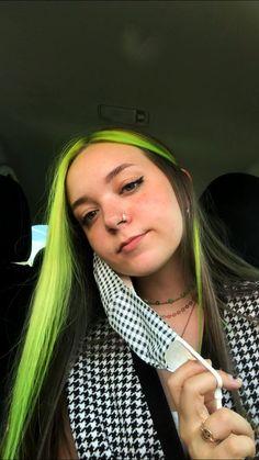 Black And Green Hair, Neon Green Hair, Neon Hair, Green Hair Streaks, Orange Ombre Hair, Hair Dye Colors, Cool Hair Color, Purple Underneath Hair, Pelo Indie