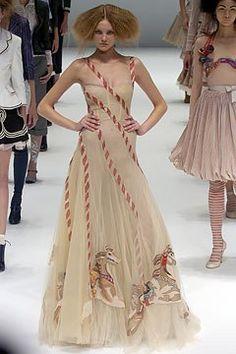 Alexander McQueen Spring 2005 Ready-to-Wear Collection Photos - Vogue