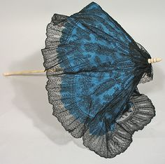 Victorian Folding Carriage Parasol In Blue Silk Cover, Black Chantilly Lace Overlay And White Silk Lining, Handle Made Of Bone With A Brass Slide To Fix The Hinge In Place, Surrounded By Lace Ruffle   c.1860's  -  Past Perfect Vintage