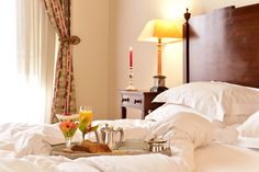 Hotel in Queluz? Book at Pousada Queluz Official Website! Mornings, Good Times, How To Memorize Things, Bed, Furniture, Home Decor, Decoration Home, Stream Bed, Room Decor