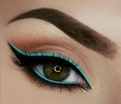 Breakfast at Tiffany's - Cute and Colorful Eyeliner Shades You Need In Your Life - Photos