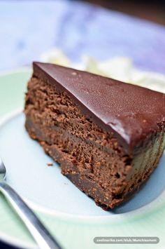 Klasicna mousse krema sa Mascarpone sirom i Nutellom.Podloga sa keksom, cokoladom i bogata,,,bogata ljesnjacima i rumom.... Brzo se napravi...a jos brze pojede :))).... Torte Recepti, Kolaci I Torte, Baking Recipes, Cookie Recipes, Dessert Recipes, Brze Torte, Croation Recipes, Oreo Cheesecake Bites, Cake Recipes