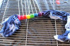 Tulip Tie Dye T-shirt Party! Tie Dye your Summer! Tie Dye is the first signs of Summertime. The bright colors and hippy look are perfect for Summer b… Tie Dye Tips, How To Tie Dye, Diy Tie Dye Designs, Tulip Tie Dye, Tie Dye Folding Techniques, Tie Dye Tutorial, Diy Tie Dye Shirts, Tie Dye Party, Tie Dye Crafts
