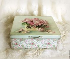 Shabby Chic Boxes, Shabby Chic Crafts, Vintage Shabby Chic, Shabby Chic Decor, Decoupage Box, Decoupage Vintage, Vintage Box, Vintage Paper, Wooden Jewelry Boxes