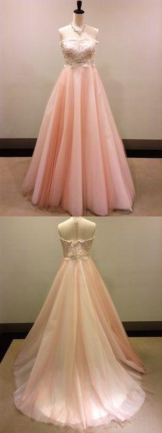 【新作ドレスが入荷しました!】江坂店/カラードレス「Hearty(ハーティー)」。愛らしいピンクのエンパイアライン。胸元は花模様のフランス製リバーレースが全て手刺繍で施されており、温かみのある印象を作ってくれます。ビスチェとスカートのデザインの切り替えがはっきりとしているので、脚長効果も抜群です。すっきりとしたシルエットで、ゲスト様とも近づいて頂きやすいのも魅力的。落ち着きのある淡いピンクなので、シンプルで大人可愛い雰囲気がお好みの花嫁様にぴったりの1着です。