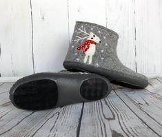 """Чуни женские  """"С рождественскими оленями"""". Тапочки. Руфина. Ярмарка Мастеров. Фото №5 Felted Slippers, Fibre Art, Needle Felting, Rubber Rain Boots, Shoes, Fashion, Felting, Boots, Felt Slippers"""