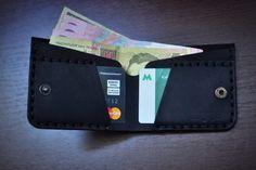 Маленький универсальный кошелек Barmaley 2.2 .............. Цвет черный Тиснение гладкая кожа Материал натуральная кожа Бренд Barmaley (Украина) Размер: 8,5 см высота, 10 см ширина (в закрытом виде). 2 отдела под кредитные карты, 1 отдел под купюры.........#barmaley #barmaley_style #ukraine #kyiv #kiev #lethercraft #lether #leathergoods #leather #leathergoods #lethergood #lethergoods #handcraft #handmade #handmade #wallet #кожа #кошелек #кошельки #портмоне #аксессуары