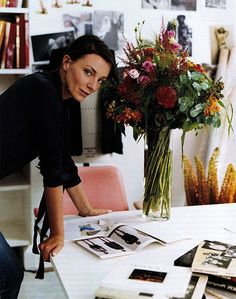 Phoebe Philo at her London atelier. Photography by Annie Leibovitz Phoebe Philo, Foto Website, Annie Leibovitz Photography, Foto Fashion, Style Fashion, Business Portrait, Fashion Designer, Fashion Editor, Fashion Trends