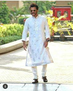 Anil kapoor happy at Sonam kapoor Sangeet ceremony Mens Indian Wear, Indian Groom Wear, Indian Men Fashion, Mens Fashion, Kurta Pajama Men, Kurta Men, Man Dress Design, Gents Kurta Design, Sangeet Outfit