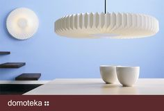Lampa wisząca Willow House LE KLINT 190 SUNFLOWER została zainspirowana kształtem słonecznika. Płaski kształt sprawia, że idealnie nadaje się do oświetlenia stołu w jadalni lub w sali konferencyjnej.