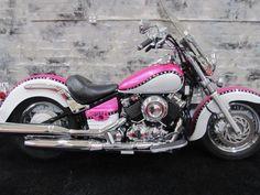 Yamaha : V Star BLUSH- Roar Custom Motorcycle for Women I was born to posses this bike! Pink Motorcycle, Motorcycle Style, Motorcycle Gear, Custom Motorcycle Paint Jobs, Motorcycle Fashion, Women Motorcycle, Motorcycle Quotes, Custom Bikes, Yamaha V Star