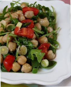 insalata di ceci e rucola Chickpea Recipes, Healthy Salad Recipes, Vegetarian Recipes, Healthy Plate, Healthy Eating, Confort Food, Saveur, Light Recipes, Food Hacks