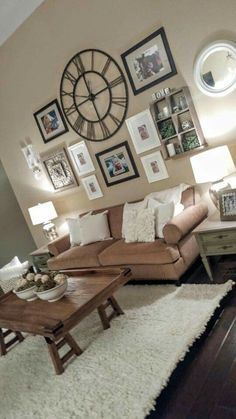 The rustic living room wall decor is indeed very eye-catching as well as lovely. Right here is a collection of rustic living room wall decor. room wall decor ideas Inspirational Modern Living Room Ideas that Will Always in Style Living Room Modern, Home And Living, Living Room Designs, Living Room Gallery Wall, Living Room Wall Ideas, Decorating A Large Wall In Living Room, Living Rooms, How To Decorate Living Room Walls, Living Room Brown