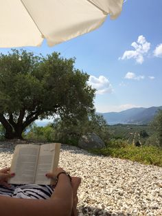 A book, a sunbed and the sea.... Vacations!