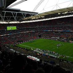 Last Minute of #INDvsJAx. War am Ende ja doch noch mal spannend das #americanfootball Spiel im #Wembley Stadion.  #Football #London #JaxinUk #London #instapassport #instatraveling #mytravelgram #NFLUK #ranNFL #NFLFG #ColtsinLondon