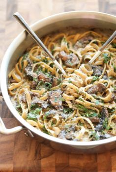 Creamy Mushroom Fettuccine - The creamiest mushroom alfredo sauce you will ever have - a sauce so good, you'll want to slurp it with a spoon! @ Damn Delicious I will be using GF pasta & GF flour to make it gluten free! Pasta Recipes, Dinner Recipes, Cooking Recipes, Fettuccine Recipes, Fettuccine Alfredo, Chicken Alfredo, Masterchef, Vegetarian Recipes, Healthy Recipes