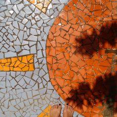 Pipa below our feet! After some days of rain the Sun is back in the Brazilian northeast! #fatwproject #pipa #brazil #sun #mosaic #mosaicfloor #design #beach  Pipa aos nossos pés! Depois de dias chovendo o sol está de volta ao nordeste! #fatwproject #pipa #praiadapipa #riograndedonorte #nordeste #brasil #sol #mosaico by fatwproject