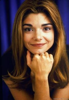 Ribbit ! Ribbit ! I'm a frog ! Laura San Giacomo is so beautiful ! She's pretty enough to be a princess ! If she kissed me, I'd turn into a prince !