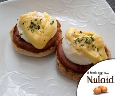 Eggs Benedict with Quick and Easy Hollandaise Sauce Blender Hollandaise, Easy Hollandaise Sauce, Eggs Benedict Recipe, Brunch, Thanksgiving, Breakfast, Recipes, Things To Sell, Link