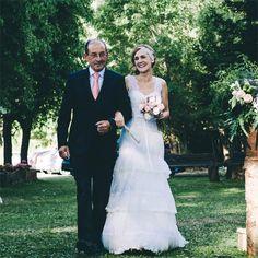 Nos encanta el rostro de felicidad de Alba el día de su boda con el tocado de inspiración #vintage by @nilataranco #noviasnilataranco #bride #tendenciasentocados #bridalheadpieces #lovely #felizlunes #handmade