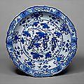 'grape' dish. turkey, iznik, second quarter 16th century. the metropolitan museum of art