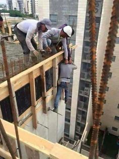 This post contains Awkward pictures that show how careless men are about their safety. These pictures will either make laugh or say WTF Construction Fails, Construction Safety, Construction Worker, Safety Pictures, Funny Pictures, Random Pictures, Awkward Pictures, Hilarious Photos, Weird Pictures